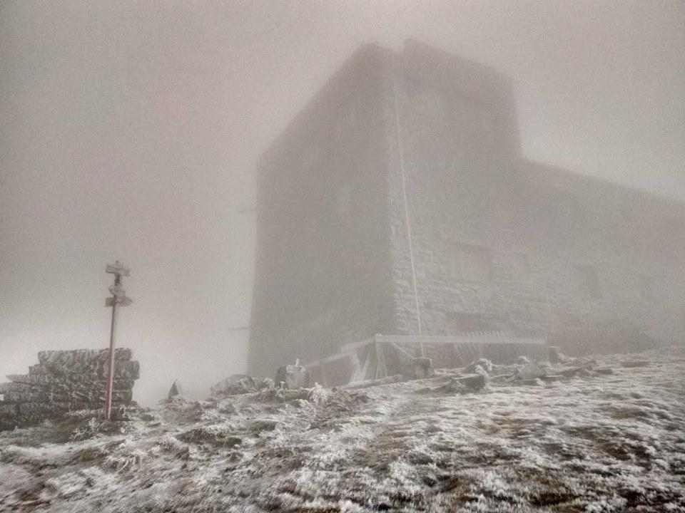 Гора Піп Іван - перший сніг