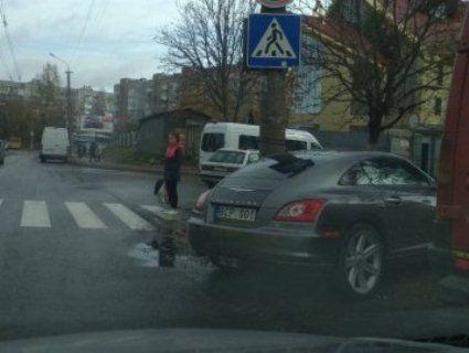 Депутат Луцької міської ради на «євроблясі» порушив правила паркування