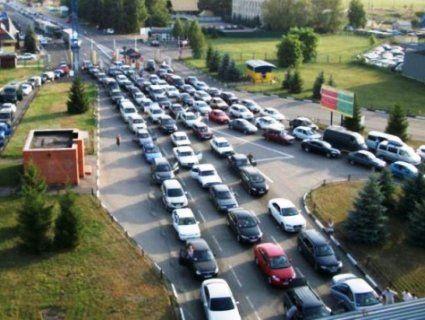 На кордоні України з Польщею довжелезні автомобільні черги