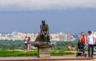 У Києві знайшли свіжу дитячу могилу під постаментом Леоніду Бикову