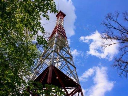 У Києві 15-річна дівчина через кохання зістрибнула з пожежної вежі