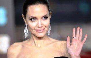 Анджеліна Джолі готова відпустити старшого сина