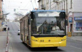 Отже війна: у Тернополі перевізники ополчились проти пасажирів (відео)