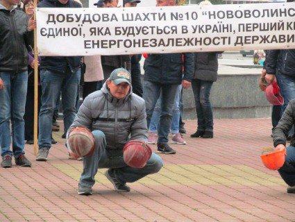 Розбиті каски, «штурм» владних кабінетів: у Луцьку мітингували нововолинські шахтарі (відео, фото)