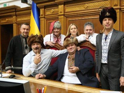 «Поцілуй у дупу нас!»: українські нардепи написали лист «московському чорту»(фото, відео)