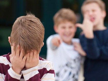 У Львові вчителька накинулася на другокласника, бо його знудило і висміяла дитину перед класом