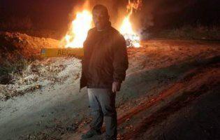 Головний «євробляхар» України після поразки у Раді на знак протесту спалив свій джип (відео)