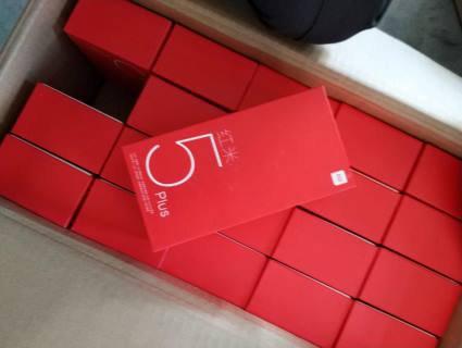 Популярну мережу магазинів з мобілками звинуватили у продажу контрабандних смартфонів, які ввозять через Волинь
