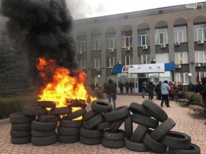 Палять шини та вимагають тепла: чому терпіння українців лопнуло (відео)
