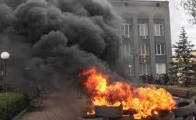 """У Кривому Розі місцеві жителі запалили шини під управлінням """"Криворіжгазу"""""""