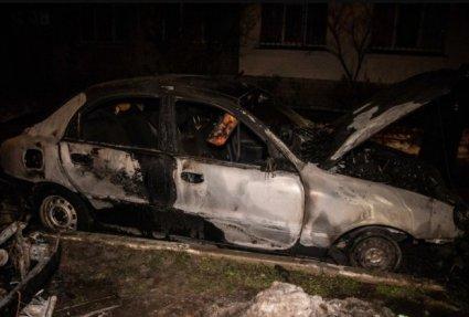 У Києві горять авто