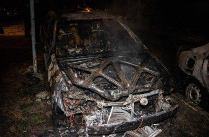 Чому у Києві масово горять машини