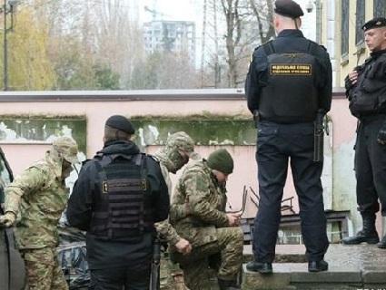 Ще троє українських моряків опинилися за гратами в Криму