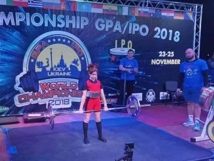«Суперкрихітка»: шестикласниця із Житомирщини встановила світовий рекорд у становій тязі (фото)