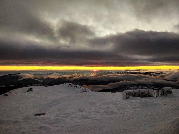схід сонця у Карпатах