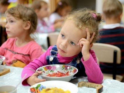 В садку під Києвом дітей годують гнилими буряками (фото)
