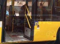 Столичне ДТП: чоловік головою пробив скло в тролейбусі