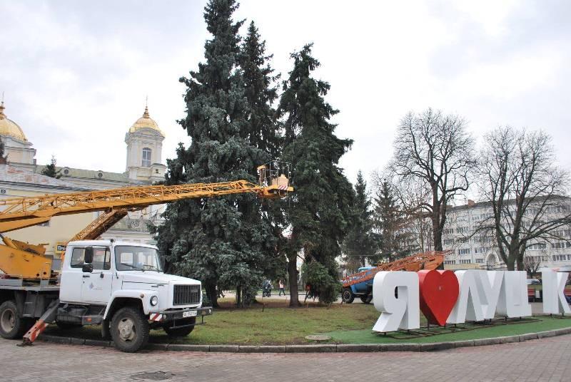 Луцьк новорічна ялинка Театральна площа