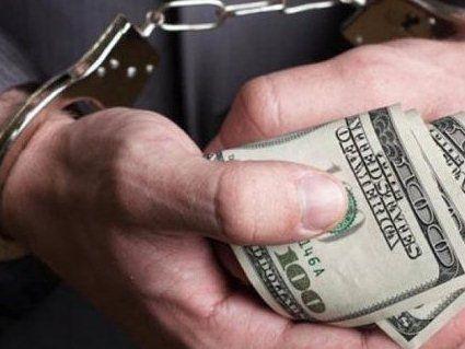 10 років тюрми: поліцейського впіймали на хабарі