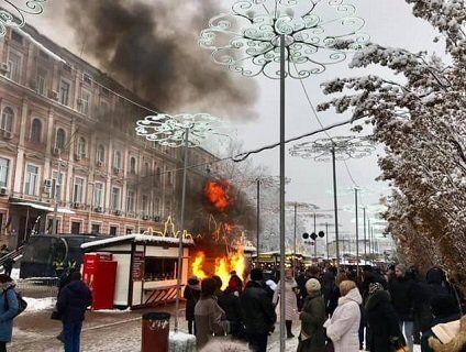 Пожежа біля Софіївської площі: хочуть зірвати Собор?