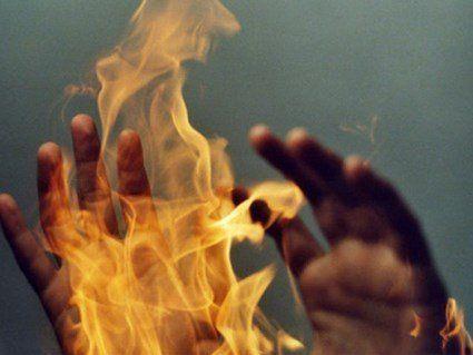 В Дніпропетровський області п'яний посварився з дружиною та сином і…підпалив їх