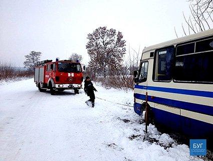 На Волині автобус з людьми злетів із траси (ФОТО)