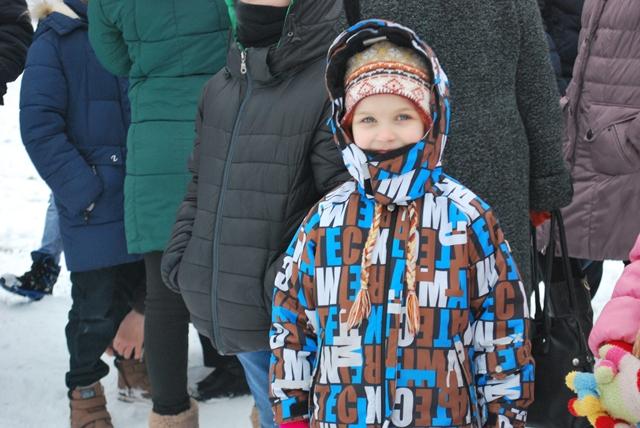 У Луцьку урочисте запалення ялинки на площі Героїв Майдану фото 10