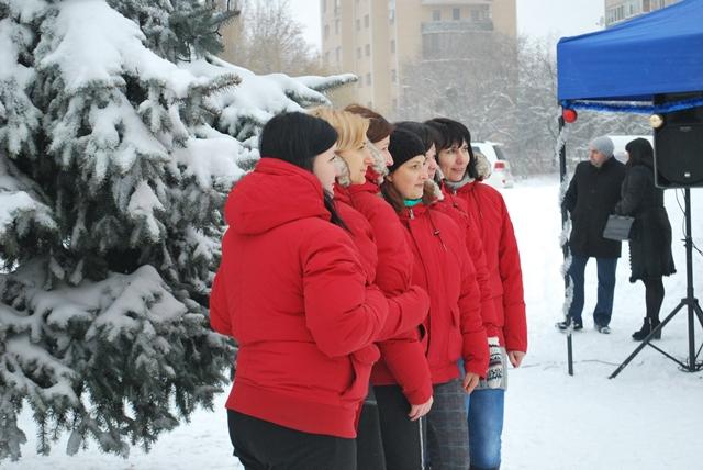 У Луцьку урочисте запалення ялинки на площі Героїв Майдану фото 11