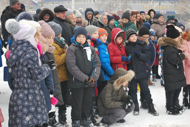 У Луцьку урочисте запалення ялинки на площі Героїв Майдану фото 18