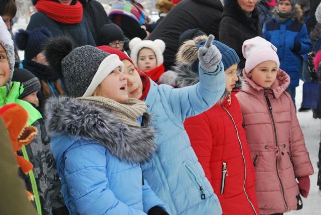 У Луцьку урочисте запалення ялинки на площі Героїв Майдану фото 19