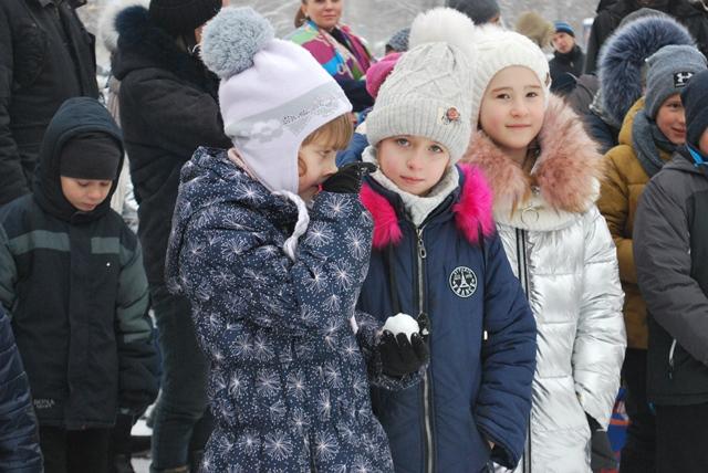 У Луцьку урочисте запалення ялинки на площі Героїв Майдану фото 21