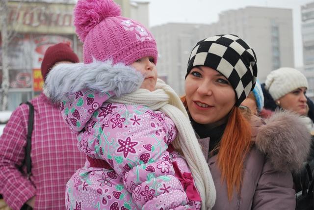 У Луцьку урочисте запалення ялинки на площі Героїв Майдану фото 22