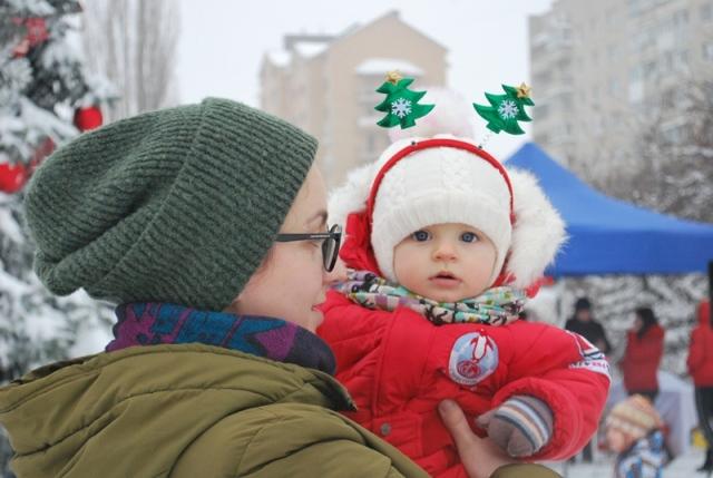 У Луцьку урочисте запалення ялинки на площі Героїв Майдану