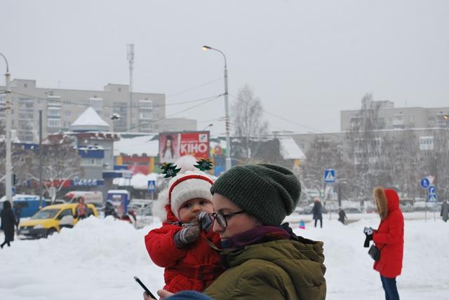 У Луцьку урочисте запалення ялинки на площі Героїв Майдану фото 31