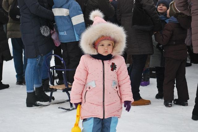 У Луцьку урочисте запалення ялинки на площі Героїв Майдану фото 33