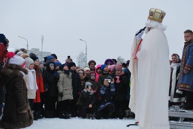 У Луцьку урочисте запалення ялинки на площі Героїв Майдану фото 38