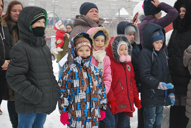 У Луцьку урочисте запалення ялинки на площі Героїв Майдану фото 5