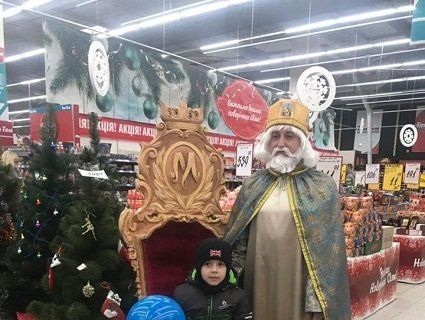 У Луцькому гіпермаркеті гостює Святий Миколай (фото)
