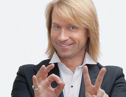 Перший мачо України завів роман з відомою співачкою