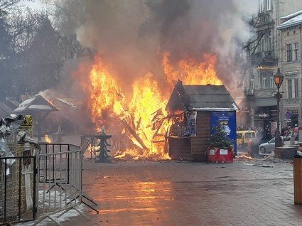 У Львові на різдвяному ярмарку  лунають вибухи: горять будівлі