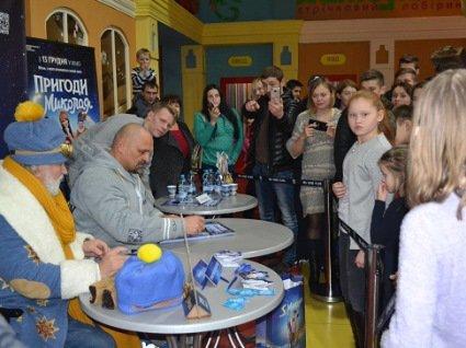 У Луцьку Вірастюк презентував комедію «Пригоди S Миколая» (фото)