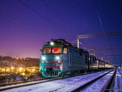 На Тернопільщині пасажирський потяг півночі простояв серед поля через «джамшутів»