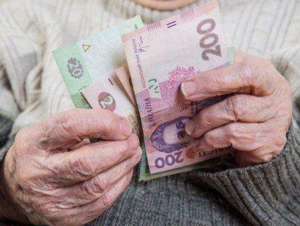 90-річна бабуся переказала армії 10 тисяч доларів: «Дуже хочу помогти виграти війну»