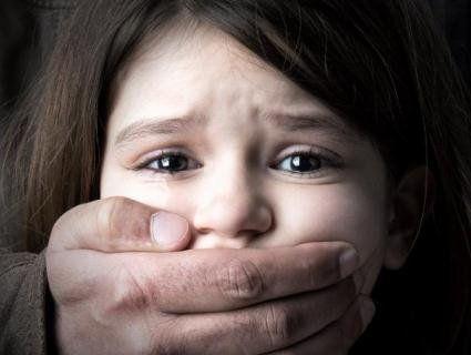 Педофіл з Кіровоградщини розбещував неповнолітню дитину