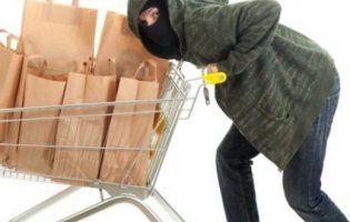 Суворий Новий рік: пиво, гриби, білизна, шкарпетки - що крадуть люди із луцьких магазинів перед святами