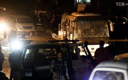 У Каїрі поблизу пірамід підірвали туристичний автобус