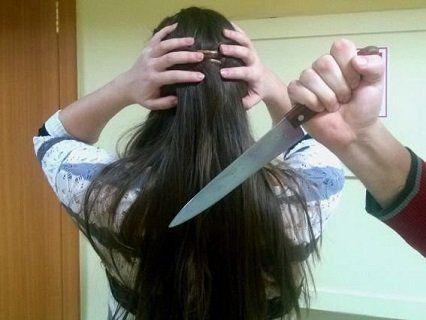 Завдав 12 ударів ножем своїй малолітній дитині, щоб помститися дружині