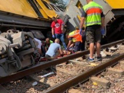 «Лоб в лоб»: в результаті зіткнення потягів сотні загиблих та поранених (відео)