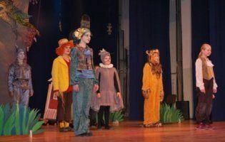 У Луцьку юні актори показали виставу «Чарівник в країні Оз» (ФОТО)