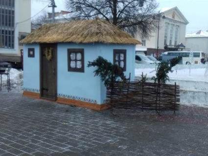 Центр Луцька готують до різдвяних фестивалів (ФОТО)